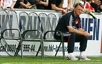 0262901 © Granger - Historical Picture ArchiveLOUIS VAN GAAL.   Gaal, Louis van - Soccer, Coach, FC Bayern Muenchen, The Netherlands - sitting alone on the substitutes' bench during friendly at 1. FC Union Berlin - 26.08.2009. Pollack / contrast - ullstein bild / Granger, NYC -- All ri.