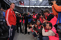 0262974 © Granger - Historical Picture ArchiveLOUIS VAN GAAL.   Gaal, Louis van - Soccer, Coach, FC Bayern Muenchen, The Netherlands - being photographed before friendly at Red Bull Salzburg - 10.07.2009. Pressefoto Ulmer - ullstein bild / Granger, NYC -- All rights reserved.