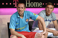 0263422 © Granger - Historical Picture ArchiveFRANCK RIBERY .   Franck Ribery - midfielder, FC Bayern Muenchen, France: sitting on the substitute bench and wearing the shirt of FC Barcelona next to his team-mate Lukas Podolski (R) - 15.08.2007 *** Local Caption *** 00926728. Sven Simon - ullstein bild / Granger, NYC -- All rights reserved.