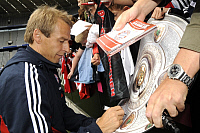 0263536 © Granger - Historical Picture ArchiveJUERGEN KLINSMANN.   Klinsmann, Juergen - Soccer, Coach, FC Bayern Munich, Germany - signing autographs - 22.07.2008 *** Local Caption *** 01016605. Sven Simon - ullstein bild / Granger, NYC -- All Rights Reserved.
