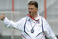 0263945 © Granger - Historical Picture ArchiveLOUIS VAN GAAL.   Gaal, Louis van - Soccer, Coach, FC Bayern Muenchen, The Netherlands - blowing a whistle during training session - 08.07.2009. Sven Simon - ullstein bild / Granger, NYC -- All Rights Reserved.