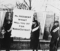 0186628 © Granger - Historical Picture ArchiveWHITE HOUSE: SUFFRAGETTES.   Suffragettes holding a sign that reads 'Mr. President What Will You Do for Women's Suffrage,