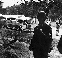 0130916 © Granger - Historical Picture ArchiveFREEDOM RIDERS, 1961.   Alabama National Guardsmen and Highway Patrolmen turning over to their Mississippi counterparts the escort duty for a 'freedom rider' interstate bus, 1961.