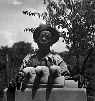 0171971 © Granger - Historical Picture ArchiveWILLIAM EDMONDSON   (c1882-1951). African American sculptor. Photograph, c1937.