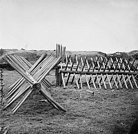 0163367 © Granger - Historical Picture ArchiveCIVIL WAR: PETERSBURG.   Cheval de frise at the Confederate Fort Mahone defenses at Siege of Petersburg, Virginia. Photograph, 1865.