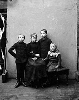 0014469 © Granger - Historical Picture ArchiveMIDDLE CLASS CHILDREN, 1900.   Four siblings photographed in an American photograph's studio, c1900.
