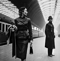 0118628 © Granger - Historical Picture ArchiveLONDON: MODEL, 1951.   Fashion model Lisa Fonssagrives at Paddington Station, London, England. Photographed by Toni Frissell, 1951.