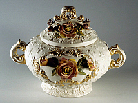 0423006 © Granger - Historical Picture ArchiveDECORATIVE ARTS.   Porcelain centerpiece in shape of tureen with applied roses(20th century),L'Ancora manufacture, Nome di Bassano, Veneto, Italy Full credit: De Agostini / A. Dagli Orti / Granger, NYC -- All Rights Reserved.