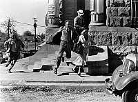 0121802 © Granger - Historical Picture ArchiveBONNIE AND CLYDE, 1967.   From left: Michael J. Pollard, Gene Hackman, Warren Beatty (Clyde) and Faye Dunaway (Bonnie) run from a bank they have just robbed. Scene from the film 'Bonnie and Clyde' directed by Arthur Penn, 1967.