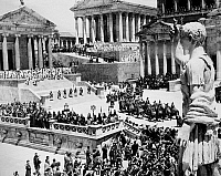 0088935 © Granger - Historical Picture ArchiveFALL OF THE ROMAN EMPIRE.   A scene in the Roman Forum from the 1964 film, 'The Fall of the Roman Empire.'
