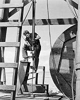 0089127 © Granger - Historical Picture ArchiveFILM: GIANT, 1956.   James Dean as Jett Rink at an oil well, in a scene from the film.