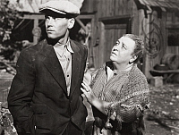 0000444 © Granger - Historical Picture ArchiveGRAPES OF WRATH, 1940.   Henry Fonda as Tom Joad and Jane Darwell as Ma Joad, in a scene from the film.