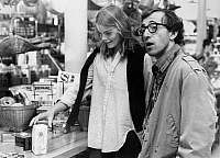 0122115 © Granger - Historical Picture ArchiveFILM: MANHATTAN, 1979.   Woody Allen and Mariel Hemingway shopping for groceries in a scene from 'Manhattan,' written and directed by Woody Allen, 1979.