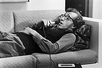 0122453 © Granger - Historical Picture ArchiveFILM: MANHATTAN, 1979.   The comedy writer Isaac Davis (Woody Allen) dictating his ideas. Scene from 'Manhattan,' 1979, which Allen wrote, directed and starred in.
