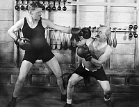 0050476 © Granger - Historical Picture ArchiveSILENT FILM STILL: BOXING.  Gunboat Smith (left) and Chester Conklin spar.