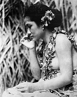 0121843 © Granger - Historical Picture ArchiveFILM: MOANA, 1926.   Young Samoan woman in a scene from Robert Flaherty's 1926 documentary 'Moana' about the life and culture of Polynesians.