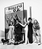 0051589 © Granger - Historical Picture ArchiveWIZARD OF OZ, 1939.   Judy Garland as Dorothy, Ray Bolger as the Scarecrow, Jack Haley as the Tin Woodman, Frank Morgan as the Wizard and Bert Lahr as the Cowardly Lion.