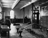 0074277 © Granger - Historical Picture ArchiveTITANIC: EXERCISE ROOM, 1912.   The gymnasium aboard the