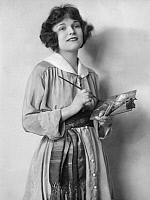 0091195 © Granger - Historical Picture ArchiveFLORADORA, 1920.   American actress Bernice Dewey in the 1920 New York revival of the musical 'Floradora.'