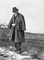 0015161 © Granger - Historical Picture ArchivePAUL CEZANNE (1839-1906).   French painter. Photographed in Provence by Émile Bernard, c1905.