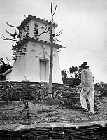 0432764 © Granger - Historical Picture ArchiveSALVADOR DALI.   Spain, Catalonia - Salvador Dali and his house for pigeons in Port Lligat, Figueres, 1957. Photo Erich Andres. Full credit: United Archives / Granger, NYC -- All rights reserved.