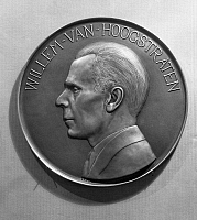 0173546 © Granger - Historical Picture ArchiveWILLEM VAN HOOGSTRATEN   (1884-1964). Dutch violinist and conductor. Bronze plaque by Laurence King Fraley, c1930.