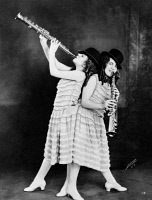 0622918 © Granger - Historical Picture ArchiveDAISY & VIOLET HILTON   (1908-1969). American conjoined twins who toured with American sideshows and vaudeville shows. Photograph, 1925.