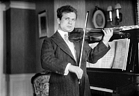 0122230 © Granger - Historical Picture ArchiveMISCHA ELMAN (1891-1967).   American (Ukrainian-born) violinist. Photograph, early 20th century.