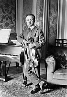 0122240 © Granger - Historical Picture ArchiveMISCHA ELMAN (1891-1967).   American (Ukrianian-born) violinist. Photograph, early 20th century.