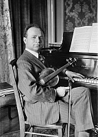 0122241 © Granger - Historical Picture ArchiveMISCHA ELMAN (1891-1967).   American (Ukrainian-born) violinist. Photograph, early 20th century.