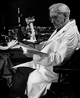 0006582 © Granger - Historical Picture ArchiveSIR ALEXANDER FLEMING   (1881-1955). Scottish bacteriologist. Photographed in 1954 in his last laboratory at the Wright-Fleming Institute.