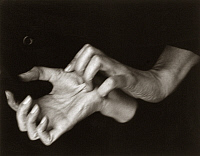 0113788 © Granger - Historical Picture ArchiveGEORGIA O'KEEFFE (1887-1986).   American painter. O'Keeffe's hands photographed by Alfred Stieglitz, 1918.