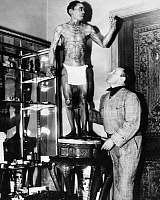 0170505 © Granger - Historical Picture ArchiveROBERT L. RIPLEY (1890-1949).   American cartoonist, showman, and entrepreneur. Photographed in 1936 with a lifelike wooden statue carved in the likeness of its sculptor, the Japanese artist Hananuma Masakichi, who adorned it with his own hair and nails when he believed he was dying of tuberculosis, completed in 1885.