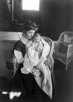 0526899 © Granger - Historical Picture ArchiveMARGARET SANGER (1879-1966).   American birth control activist, sex educator, and nurse. Photographed with her son, Grant, c1908.