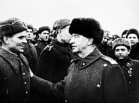 0060607 © Granger - Historical Picture ArchiveWLADYSLAW E. SIKORSKI   (1881-1943). Polish general and politician. Talking with one of his soldiers at Polish Army headquarters in the Soviet Union, April 1942.