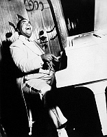 0032558 © Granger - Historical Picture ArchiveTHOMAS 'FATS' WALLER   (1904-1943). American musician and composer.