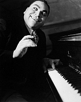 0032560 © Granger - Historical Picture ArchiveTHOMAS 'FATS' WALLER   (1904-1943). American musician and composer.