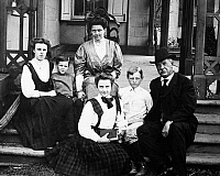 0017293 © Granger - Historical Picture ArchiveCLEVELAND FAMILY, 1907.   Grover Cleveland photographed at Princeton, New Jersey, 1907, with his family. From left: Esther (13), Francis Grover (3.5), Mrs. Frances Cleveland, Marion (11), Richard (9), and President Cleveland.