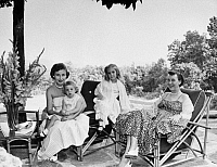 0259740 © Granger - Historical Picture ArchiveEISENHOWER FAMILY.   Mamie Eisenhower (right) with her daughter-in-law, Barbara and two granddaughters. Photograph, mid 20th century.