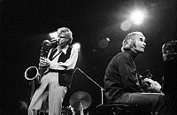 0399085 © Granger - Historical Picture ArchiveJAZZ MUSIC.    Gerry Mulligan & Dave Brubeck of the Dave Brubeck Quartet performing at the Berliner Jazztage, October 1970. Gerald Joseph Mulligan, American jazz saxophonist, clarinetist and composer, 6 April, 1927 - 20 January, 1996. David Warren Brubeck, American jazz pianist and songwriter, born 6 December, 1920. Full credit: JazzSign / Lebrecht Music
