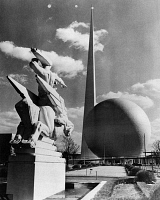 0172746 © Granger - Historical Picture ArchiveNEW YORK WORLD'S FAIR.   The Trylon and Perisphere at the New York World' Fair in Flushing Meadows, Queens, New York. Photograph, 1939.