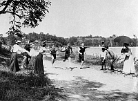 0259191 © Granger - Historical Picture ArchiveMINNESOTA: FOOT RACE.   Foot race along a country road in Minnesota. Photograph, c1900.