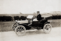 0099000 © Granger - Historical Picture ArchiveAUTOMOBILE, c1915.   Photographed by H.J. Fosdick, c1915.