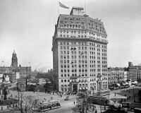 0527610 © Granger - Historical Picture ArchiveDETROIT, c1918.   The Hotel Pontchartrain on Woodward Avenue in Detroit, Michigan. Photograph, c1918.