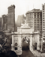0409640 © Granger - Historical Picture ArchiveNEW YORK, c1919.   Bird's eye view of Victory Arch and Flatiron building, New York City. Photograph, c1919.