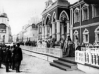 0350255 © Granger - Historical Picture ArchiveROMANOV FAMILY, 1912.   Procession of the tsarist family, including Emperor Nicolas II of Russia, Empress Maria Feodorovna, Empress Alexandra Feodorovna, and others, to St. Nicolas's Palace in Moscow.  Full credit: ITAR-TASS Photo Agency / Granger, NYC -- All rights reserved.