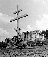 0350293 © Granger - Historical Picture ArchiveIPATIEV HOUSE, 1992.   Cross at the site of the Ipatiev House where in 1918 Emperor Nicholas II, Empress Alexandra Feodorovna, and their children were executed. The house was destroyed during the reconstruction of the city, 1992. Full credit: ITAR-TASS Photo Agency / Granger, NYC -- All rights reser