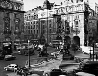 0094477 © Granger - Historical Picture ArchiveLONDON: PICCADILLY CIRCUS.   View of Piccadilly Circus, London, England. Photographed c1950.