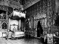 0095914 © Granger - Historical Picture ArchiveFLORENCE: PITTI PALACE.   View of a bedroom with tapestries at the Pitti Palace, Florence, Italy.