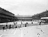 0120156 © Granger - Historical Picture ArchiveVENICE: ST. MARK'S SQUARE.   Visitors feeding pigeons in St. Mark's Square, Venice, Italy. Photographed c1900.